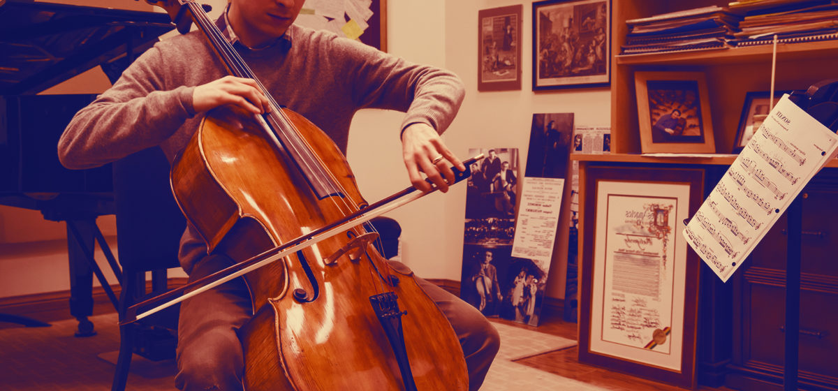 Photo of cellist
